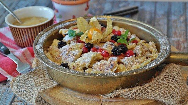 Compote de pommes à la confiture de fraises, menthe & poivre sauvage