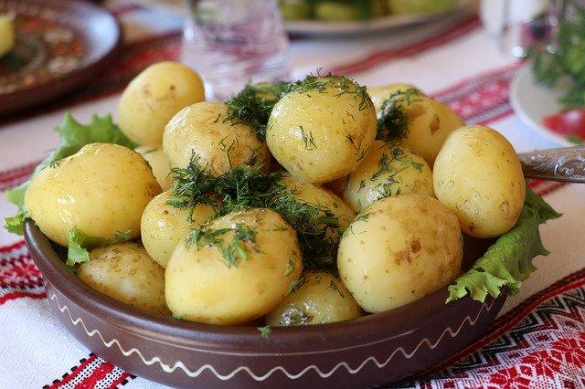 Petites pommes de terre au sel et aux herbes
