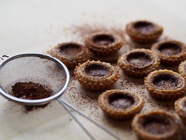 Tartelettes au chocolat, cœur de lait parfumées au combava
